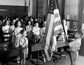 Pledge-of-Allegiance-In-the-1950s